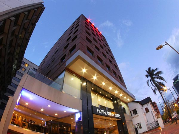 Reina isabel hotel is located in the city of quito for Design hotel quito